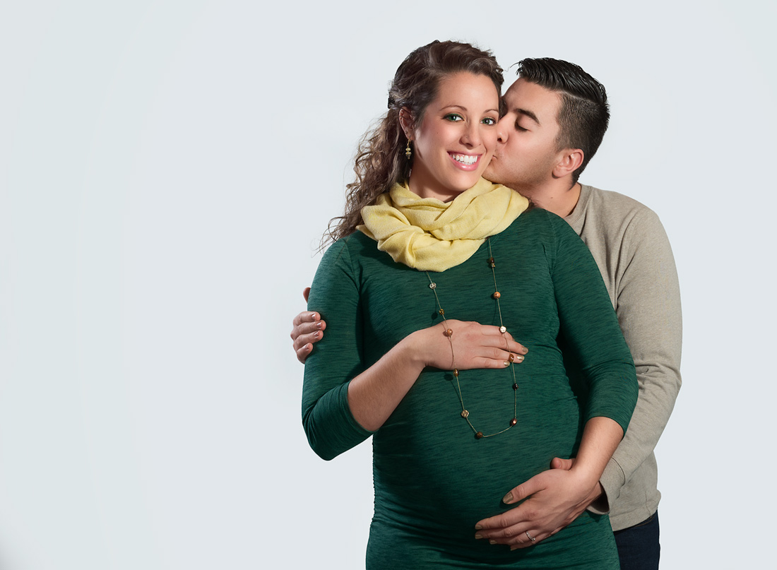 unique maternity poses for couples