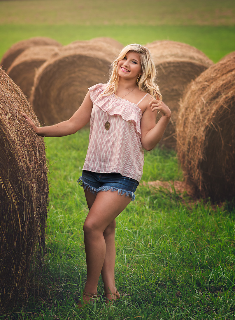senior photoshoot hay field
